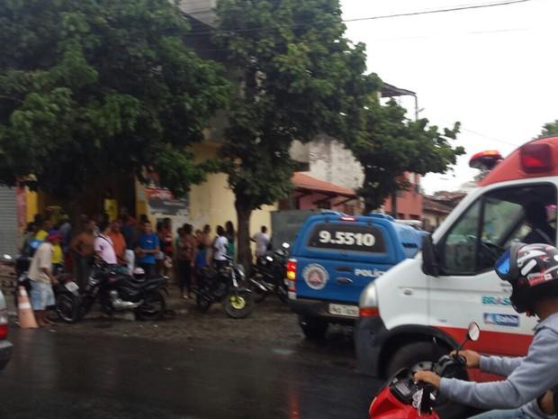 Homem foi baleado no ponto de mototáxi em que trabalhava, em Ipiaú (Foto: Giro Ipiaú)