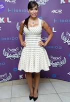 Look do dia: Anitta usa modelito decotado em coletiva no Rio