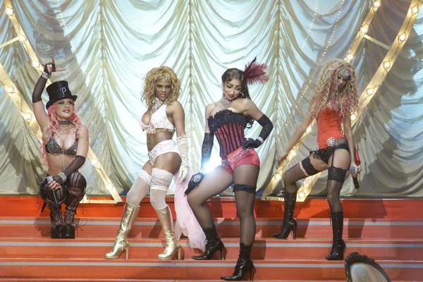Pink, Christina Aguilera, Lil' Kim e Mya em uma apresentação de Lady Marmalade em 2001 (Foto: Getty Images)