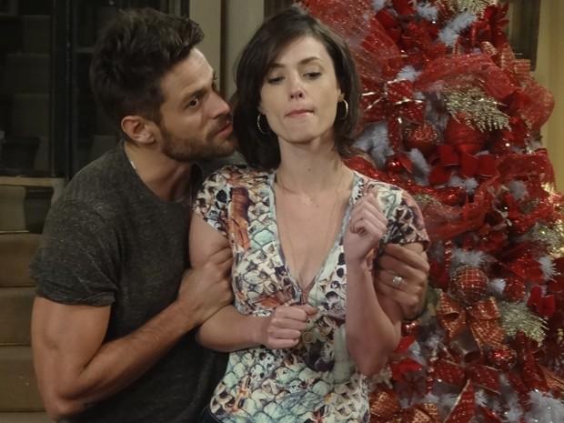 Débora faz ameaças e deixa César estressado (Foto: Gshow)