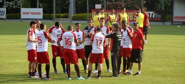 Ney Franco conversa com jogadores do São Paulo em treino (Foto: Site Oficial / saopaulofc.net)