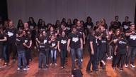 Grupo de autistas e voluntários realizam espetáculo