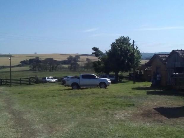 Fazenda invadida por índios na madrugada deste sábado (Foto: Divulgação/ DOF)