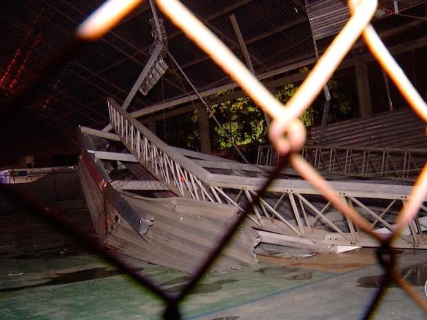 Parte de teto em escola municipal desaba em Natal (Foto: Reprodução/ Inter TV Cabugi)