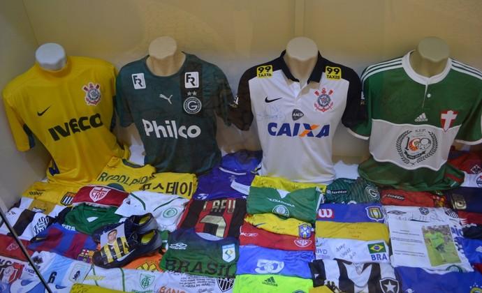 Camisas Corinthians Aparecida Nossa Senhora (Foto: Danilo Sardinha/GloboEsporte.com)