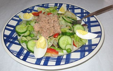 Salada de atum completa