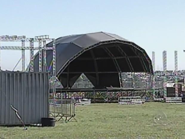 Megaestrutura vai receber público na noite de sábado (8) (Foto: Reprodução TV TEM)