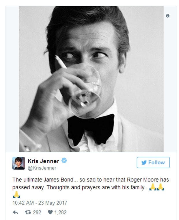 Kris Jenner presta homenagem a Roger Moore (Foto: Reprodução)