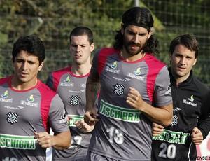 Loco Abreu treina pelo Figueirense (Foto: Luiz Henrique, FFC)