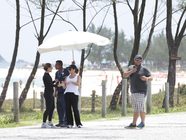 Cissa e Cleo se preparam para gravar (Foto: Salve Jorge/TV Globo)