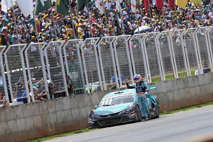 Rubens Barrichello fica sem combustível a 100m da linha de chegada em Curvelo (Foto: Fernanda Freixosa)