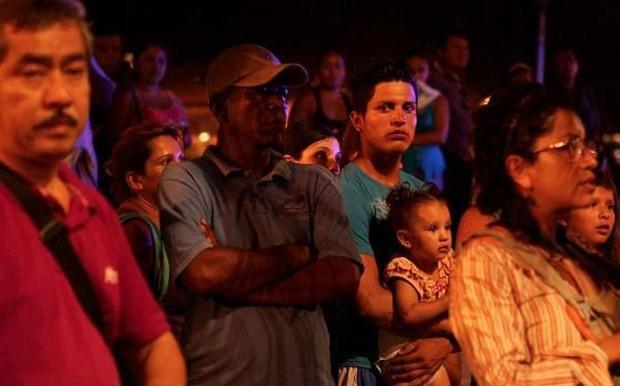 Crimes atraem os curiosos e a imprensa nos bairros mais violentos da cidade mexicana (Foto: BBC Mundo)