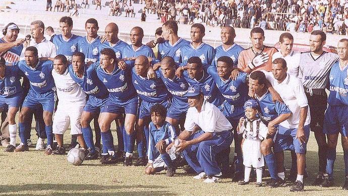 Time do Confiança campeão em 2002 (Foto: Arquivo/FSF)