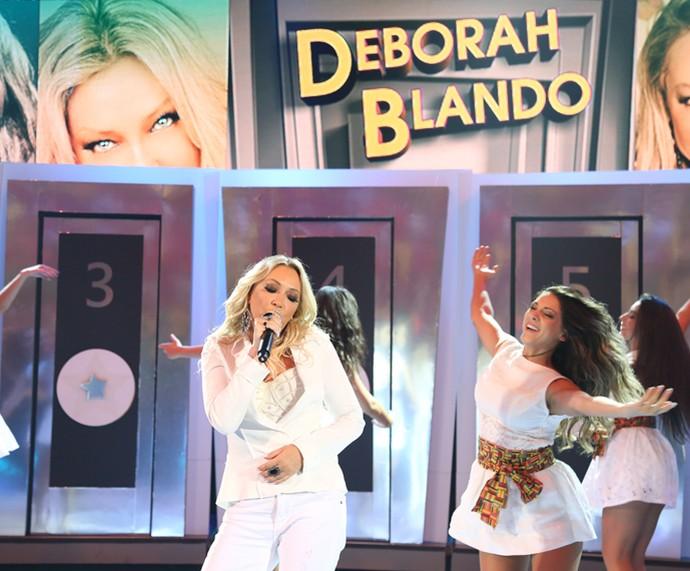 Deborah Blando relembrou o sucesso 'Unicamente' no palco do Domingão (Foto: Carol Caminha/Gshow)