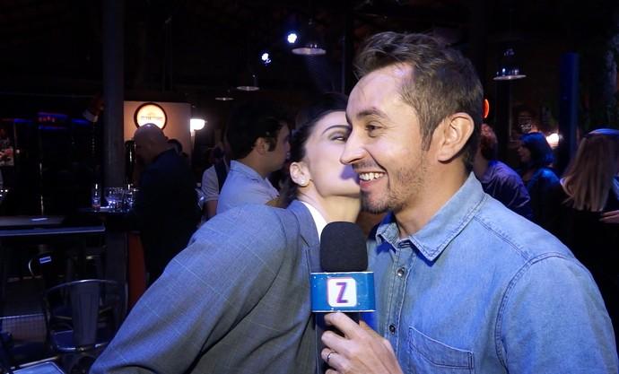 Moacyr Massulo ganha beijinho de Giovanna Antonelli  (Foto: Rede Amazônica)