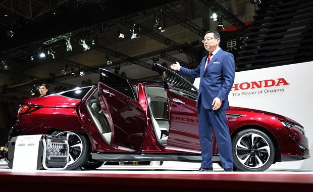 Honda Clarity, movido a hidrogênio, é apresentado no Salão de Tóquio (Foto: Toshifumi Kitamura/AFP)