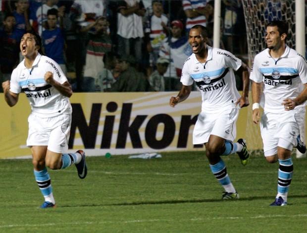 Marcelo Moreno gol Grêmio (Foto: LC Moreira / Futura Press)