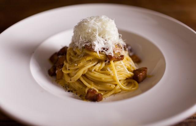 Espaguete à carbonara: aprenda a receita bestseller do Nino Cucina