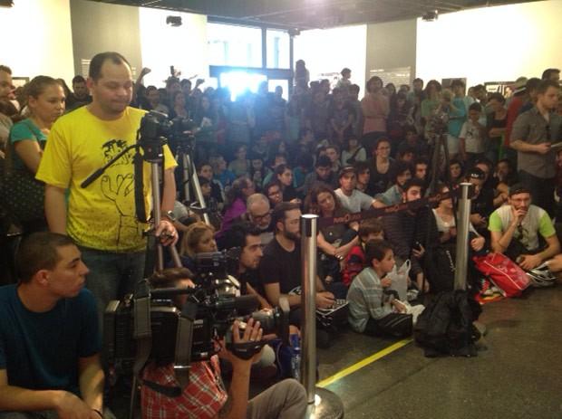 Plateia se formou para apreciar o talento do artista sul-coreano (Foto: Divulgação/RPC TV)
