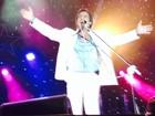 """'Amo vocês"""", diz Roberto Carlos para público que lotou show em Salvador"""