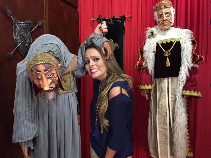 Aline Lima visita museu Espaço do Boneco, em Araraquara (SP) (Foto: reprodução EPTV)