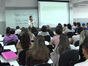 Concurso público atrai pessoas que querem fugir da crise no mercado de trabalho em Goiânia, Goiás (Foto: Reprodução/TV Anhanguera)