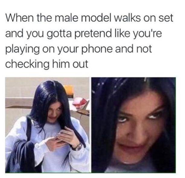 """""""Quando chega um modelo masculino no set e você pretende estar jogando no celular e não encarando ele""""  (Foto: Instagram/Reprodução)"""
