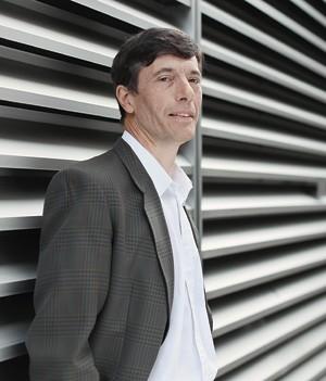 """A HORA DA CAÇA O etnólogo Michael Appleby no Reino Unido. """"Matar para comer não significa ser cruel"""", diz (Foto: Jason Alden/WSPA)"""