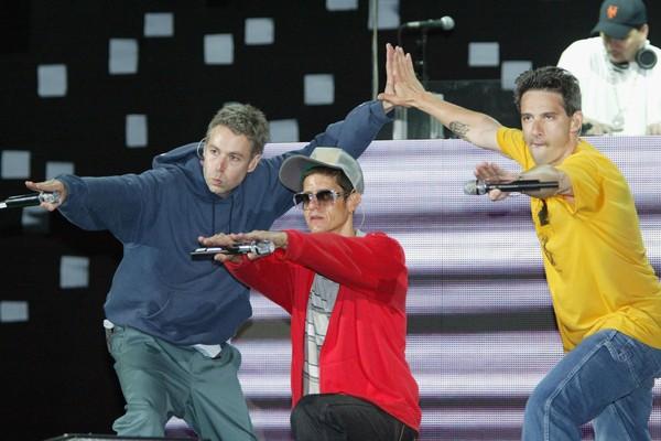 Beastie Boys em apresentação na Califórnia em junho de 2004.  (Foto: Getty Images)