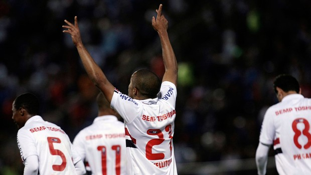 Welliton gol São Paulo (Foto: AP)