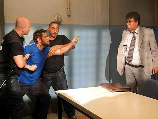 Moisés se descontrola e ameaça se vingar de todos  (Foto: Malhação / TV Globo)