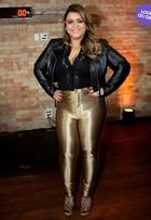 Look do dia: Preta Gil usa disco pant dourada em coletiva de imprensa