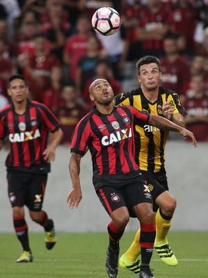 Jonathan Atlético-PR (Foto: Giuliano Gomes/ Agência PR PRESS)