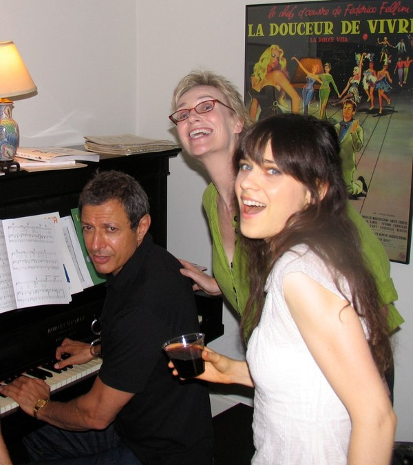 Jeff Goldblum, Jane Lynch e Zooey Deschanel (Foto: .)