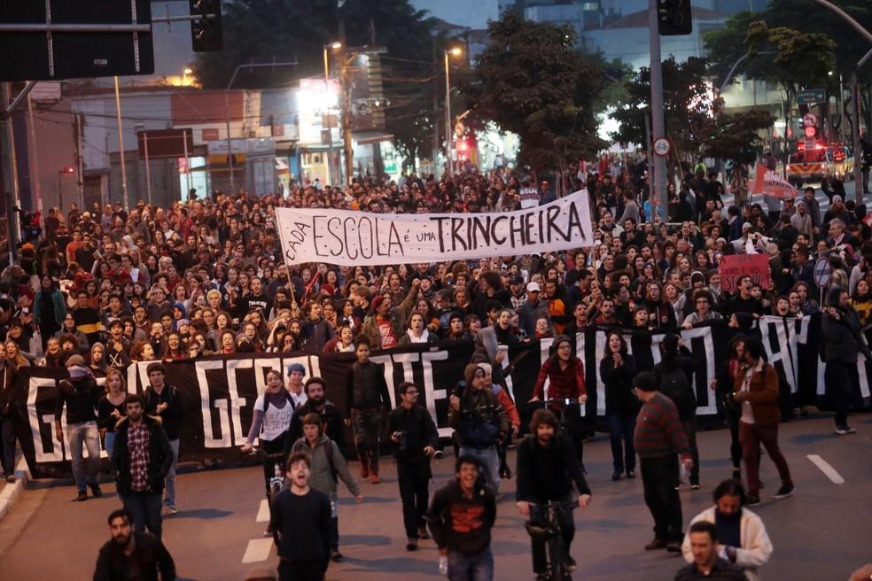 Manifestantes durante protesto que teve concentração no Largo da Batata  (Foto: Alex Silva/Estadão Conteúdo)