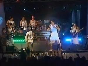 Banda Os Karaz de Toalha se apresentam em Espinosa. (Foto: Reprodução/Inter TV Grande Minas)