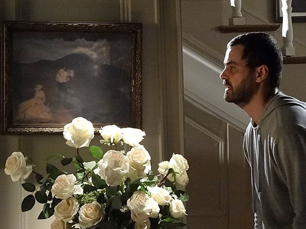 Fernando surta e chama por Alice (Foto: Amor Eterno Amor / TV Globo)