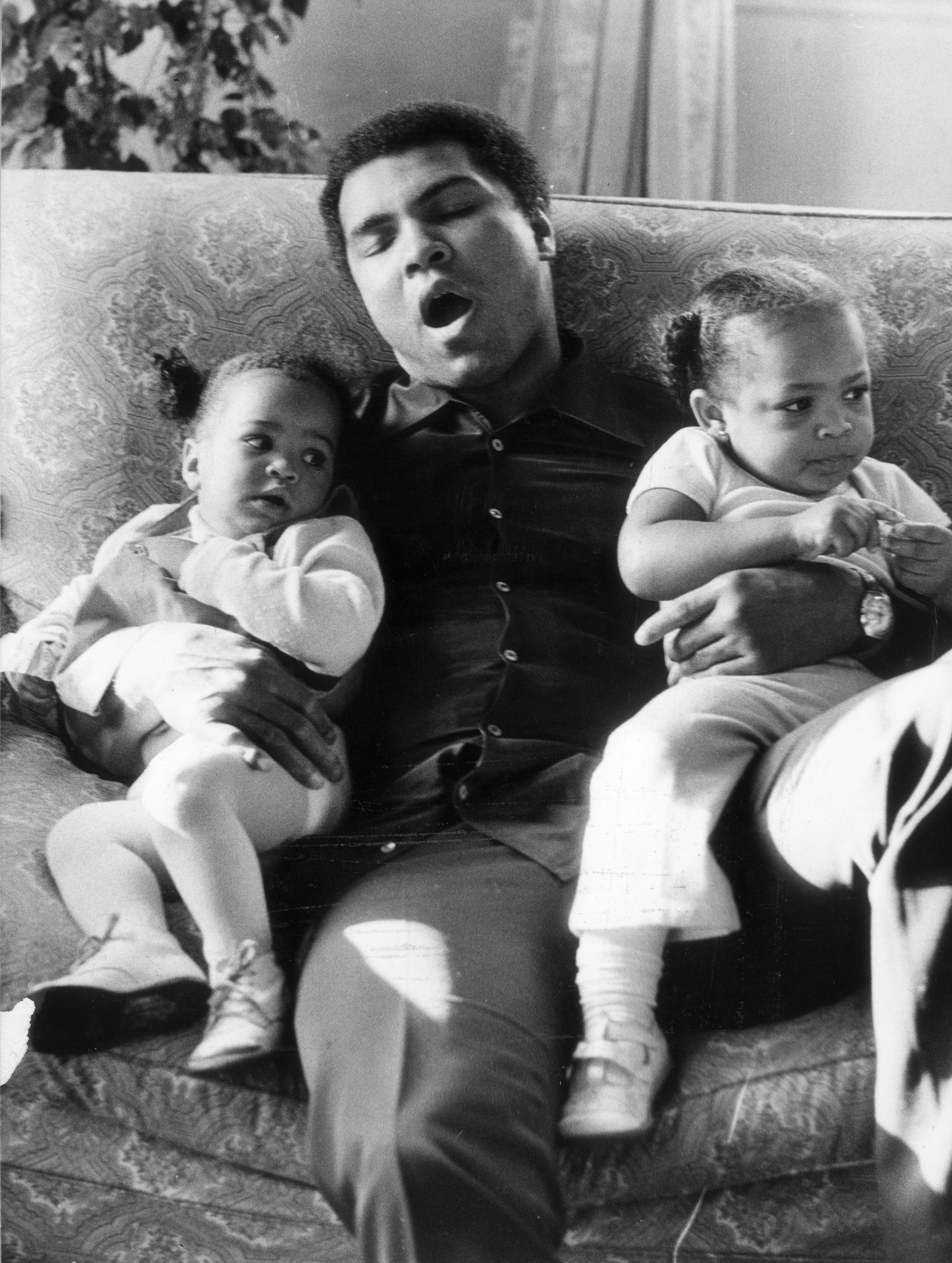 Muhammad Ali com as filhas Laila e Hana em 1978 (Foto: Getty Images/ Frank Tewkesbury )