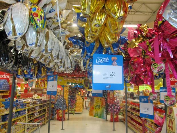 Preços dos ovos de pásco podem variar em até 22% nos supermercados de Maceió (Foto: Henrique Pereira/ G1)