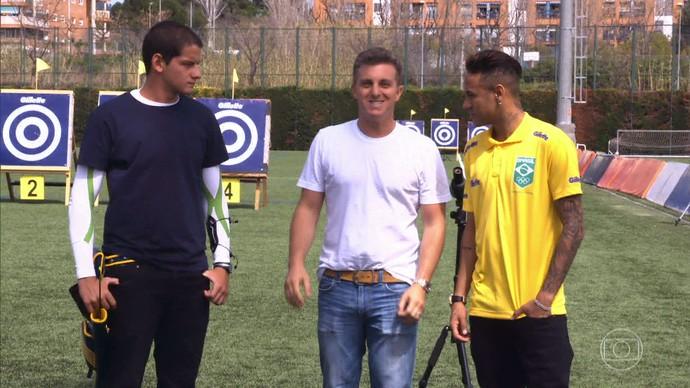 O jovem atleta Marcus D'Almeida conheceu Neymar, em Barcelona (Foto: Gshow)