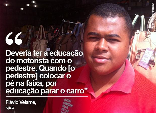 Flávio Velame, lojista, fala sobre o comportamento de pedestres e motoristas na Avenida Marechal Tito, na Zona Leste de São Paulo (Foto: Márcio Pinho/G1)