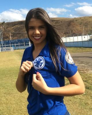 Júlia Ávila é moradora do bairro Roselândia e quer conquistar a faixa de musa (Foto: Cristiane Mendes/GloboEsporte.com)
