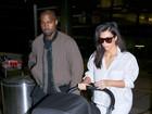 Com caras de poucos amigos, Kim e Kanye West chegam a Los Angeles
