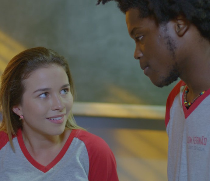 Jéssica tenta investigar emprego de Fil junto com Beto (Foto: TV Globo)