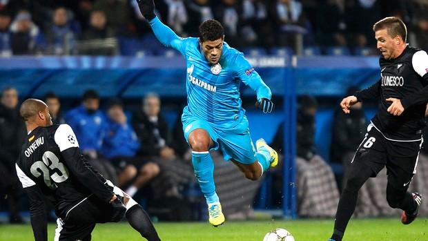 Hulk na partida do Zenit contra o Málaga (Foto: Reuters)