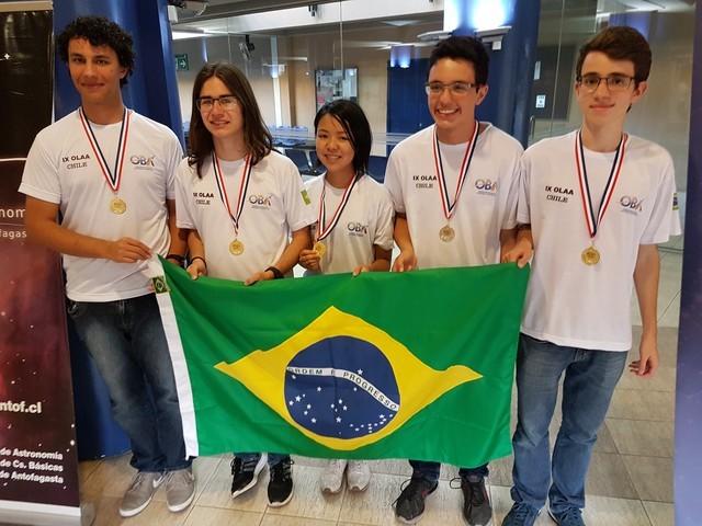 Da direita para esquerda: Henrique, Fernando, Miriam, Danilo e Bruno (Foto: Divulgação)