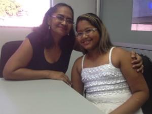 Avó é neta conheceram juntas a emissora. (Foto: Rodrigo Sales/Tv Amapá)