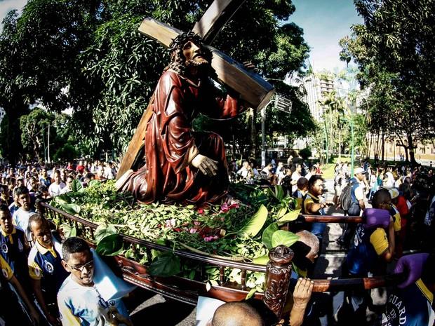 Procissão saiu da Basílica de Nazaré e percorreu a avenida Assis de Vasconcelos (Foto: Tarso Sarraf/O Liberal)
