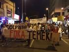 Grupo em Uberlândia faz ato contra impeachment e pede saída de Temer