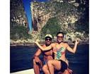 Aryane Steinkopf, grávida de quatro meses, passeia de barco com marido